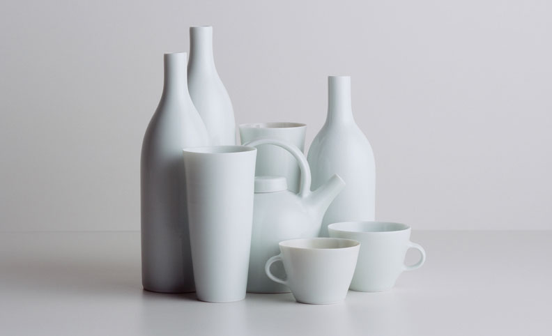 01-HANSSEN-PIGOTT-Still-Life-with-two-cups-[2005.044]-PBG-image-Prolab-scan_792x482pix_smaller